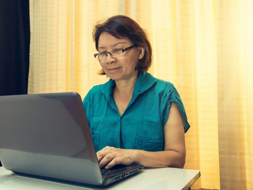 comprenew woman laptop